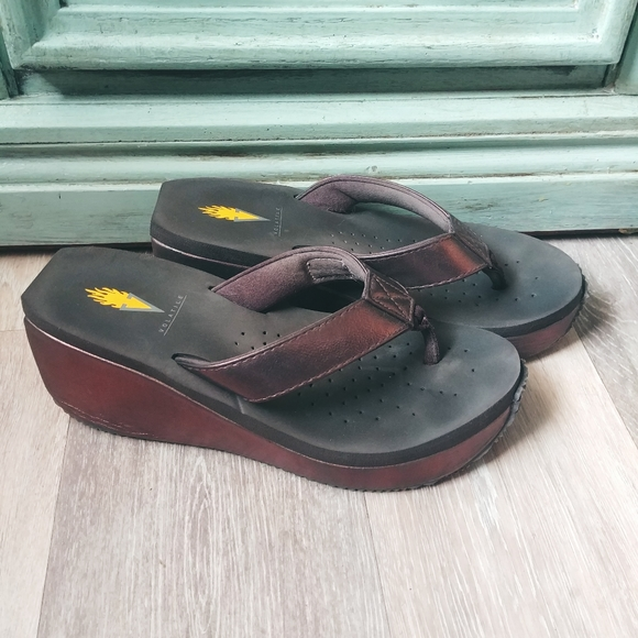 Volatile Wedge Platform Bronze Flip Flop Sandals 7